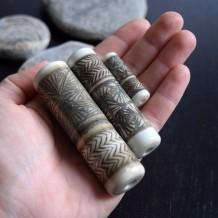 nathalie-crottaz-totems-de-perles-boussole