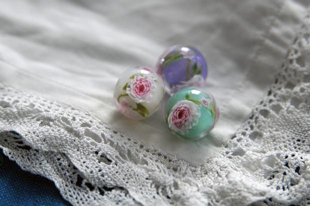 Perle de verre au chalumeau bohème murines pivoines roses