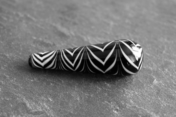 Perle de verre goutte noir et blanc