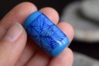 Base Turquoise Foncé Stringers bleus transparents.