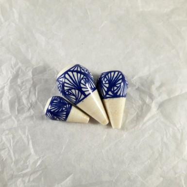 Perles de verre goute lignes bleues